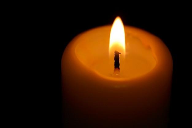 objets--fond-noir--bougie-allumee--bougies_350469